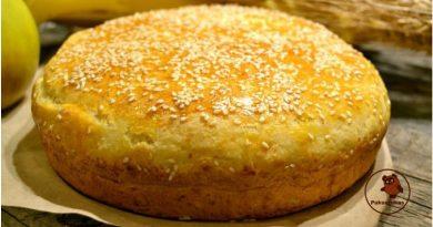 Tarkuotų bulvių užkepėlė su sūriu ir česnaku. Šis patiekalas tapo vienu mano mėgstamiausių dar vaikystėje ir iki šiol tokiu lieka