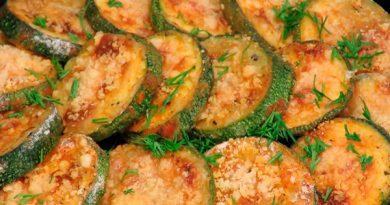 Traškios cukinijos su sūriu, keptos orkaitėje
