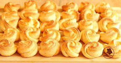 Lengvas ir paprastas varškės sausainių receptas. Gėlytės – skanios ir švelnios!